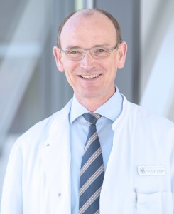 Willkommensgruß an die Patienten - Direktor der Medizinischen Klinik III für Innere Medizin mit den Schwerpunkten Onkologie, Hämatologie, Rheumatologie, klinische Immunologie, Stammzelltransplantation und internistische Intensivmedizin